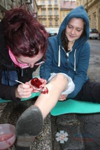 Zážitkový kurz první pomoci zdravotník zotavovacích akcí - maskování poranění - PrPom