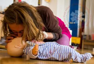 Dýchání z úst do úst — jak resuscitovat — doporučené postupy KPR — PrPom