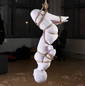 Zážitkový kurz První pomoc při BDSM — první pomoc při bondage — PrPom