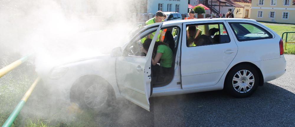 Obsah autolékárničky u dopravní nehody nemusí stačit — NEBOJ se pomoci! — PrPom