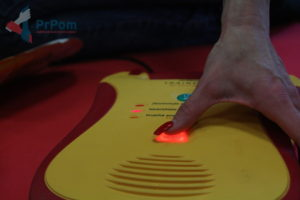 AED - automatizovaný externí defibrilátor - podání výboje - PrPom